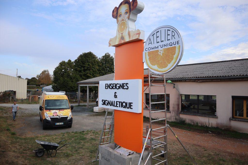 totem Atelier Comm'unique Chambon sur Voueize fabrication made in france lettres en volume alu dibond magasin cresue 23 allier 03 puy de dome 63