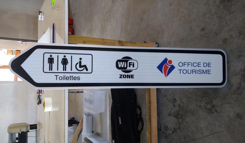 signalétique panneau extérieur wifi zone office du tourisme toilettes fabrication pose Chambon sur Voueize 23 Creuse